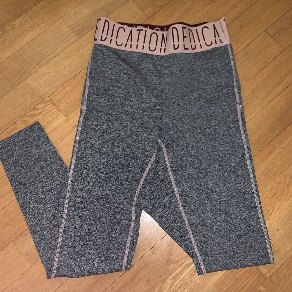 Aldrig använda, endast testad ☺️ från bubbleroom är egna kollektion . Jeans & Byxor.