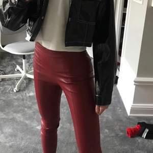 Jättefin och sköna byxor från Zara, som tyvärr inte kommer till någon användning.  Använda få gånger. Hoppas någon är intresserad och köparen står för frakten❤️