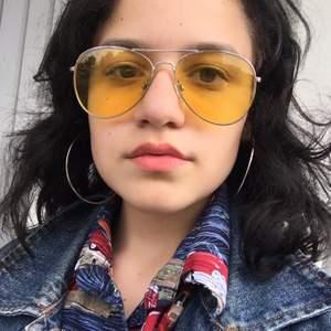 Glasögon i gul och grön färg🌸 Köparen står för frakten💗
