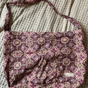 Sommarbag från oddmolly. Använd fåtal gånger. Köpare står för frakten.