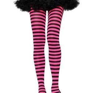 !!skriv för mer bilder!!Säljer mina pink striped tights då jag aldrig fått användning för dem, dem är endast använda under ett tillfälle och väldigt stretchiga💞. Verkligen jättecoola och fixar hela outfiten, många intresserade så buda!!💗