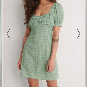 Intresekoll på denna fina kläning från NA-KD som aldrig är använd slutsåld i alla stl på hemsidan💚