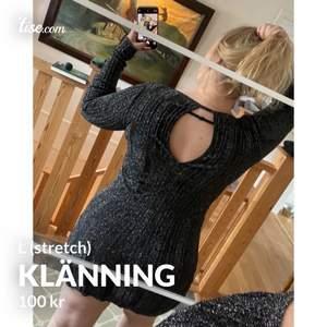En glitterklänning som visar kroppen jättefint! Mycket mjukt och strechigt material så passar säkerligen XL också.