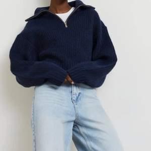 Säljer min blå stickade tröja från ginatricot i storlek L. Har vanligtvis M och den sitter så bra på!! Säljs för att den knappt används. Frakt tillkommer ☺️ först till kvarn!!
