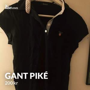 Marinblå gant piké, använd få gånger i storlek M. 200kr🥰