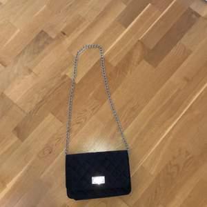 En superfin väska, säljer den för att det tyvärr inte kommer till användning. Kan frakta och köparen står för det!🌸