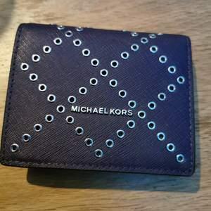 Fin Michael kors plånbok. Den är äkta.