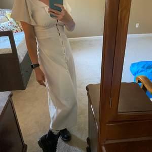 SUPER snygg långklänning köpt på Urban Outfitters i USA. Storlek S, i fint skick.
