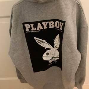 helt ny oanvänd oversized playboyXmissguided hoodie i storlek 36. Köpte den för ca 600kr