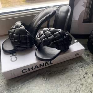 Bottega veneta liknande skor, as snygga och bekväma!! Strl 35, men stora så passar 36. 150kr