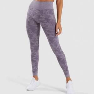INTRESSEKOLL: har ett flertal gymshark leggings i storlek S men skulle vela byta mot gymshark leggings i storlek XS (har flera i andra modeller på min profil)💓. Dessa på bilderna är deras camo i ljuslila! Bilderna är från hemsidan men kan skicka fler privat om det önskas🤗. Köpta för 750 kr! Slutsålda på webben! Kontakta mig privat för bud och frågor!