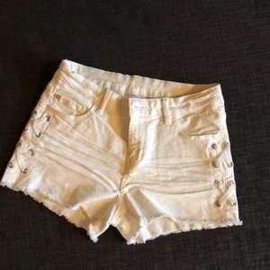 Fina vita shorts från lindex använd fåtal gånger.