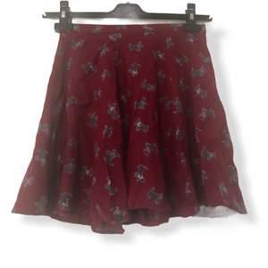 Kjol i mycket gott skick från Urban outfitters.