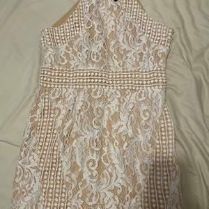 Highneck, oanvänd från PLT, vit lace material. Storlek 42 men är liten i storlek, passar 38, pris går att diskuteras. Skriv pm