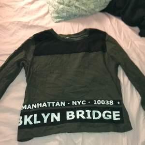 Snygg tröja från new yoker, storlek Xs men är stor i storleken!
