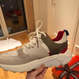 !!!INTRESSEKOLL!!! Aldrig använda dondup D-one skor. Lådan finns kvar med några skavanker