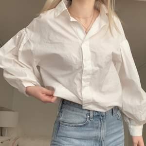 Säljer denna jättefina skjortan då den aldrig kommer till användning! 100kr+66kr frakt🤍