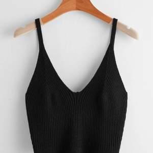 Uuuuuur snyggt stickat linne, kommer inte använda och därför säljer jag, ett helt vanligt svart stickat linne så kommer kommer inte skicka bilder på. Frakten är 44kr ❤️💕