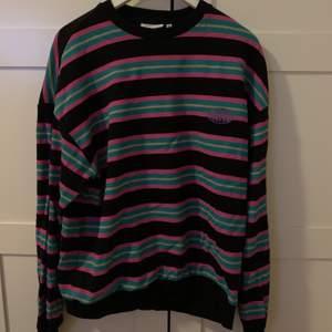 Säljer denna coola tröja från junkyard. Storlek M. 200kr + frakt. Sitter snyggt på mig som är en S också .
