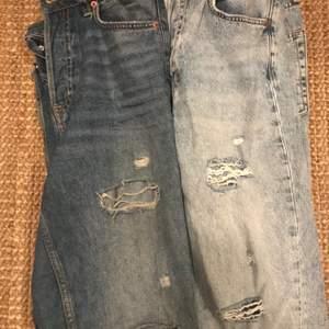 Hej säljer dessa två jeans från hm om du köper ett par kostar det 50kr om du köper båda kostar det 80kr självklart är frakten helt gratis 🚚 📦