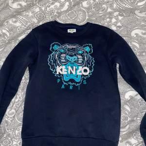 Superfin Kenzo-kopia köpt på Plick, tyvärr för liten för mig. Står storlek 12 men skulle uppskatta den som en XS 💖