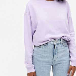 Säljer denna lila sweatshirt från monki🤎 använd några gånger men i ett väldigt fint skick, frakten ingår :)