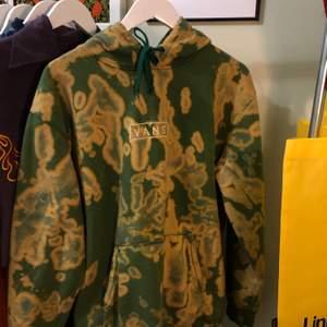 En batikfärgad vans hoodie! Herrmodell storlek XL