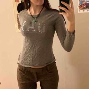 Denna långärmade tröja från Gap (kids) passar Xs! Så nice passform, bud från 100 inkl frakt🥰