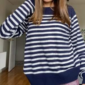 Super snygg randig stickad tröja från zara. NYPRIS 250kr säljer för 150kr +frakt ❤️