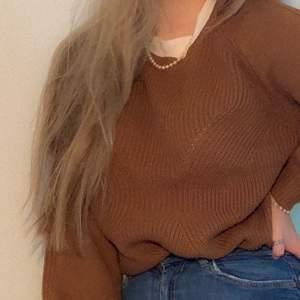 Superfin stickad tröja, brun, strl M, super snygg till både jeans och kjol, 75kr, köparen står för frakten