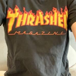Trasher t-shirt som jag tyvärr inte använder längre och därav säljer. Pris+frakt ifall den ska skickas, annars kan jag mötas upp i Stockholm. Buda!