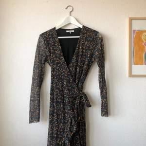 Superfin mesh klänning från GANNI i strlk 36. Använd fåtal gånger så därför inget att anmärka på.   Material: 100% polyamid Pris: 566:-