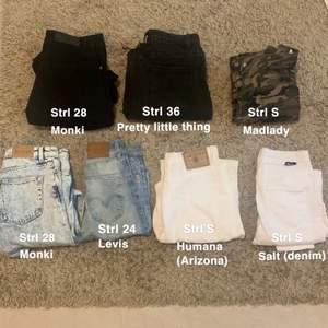 Säljer dessa jeans. Jeansen från monki är straight/ Wide leg jeans, de från Levis och salt är skinny jeans, de från madlady är cargopants och de från Arizona är mom jeans. Jeansen från pretty little thing är straight leg jeans med liten slits (dock klippta nedtill). Skriv om du har frågor:) Möts upp i Stockholm!