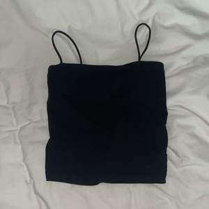 fint bas linne i svart som passar en xs/s. Superfin i använt skick säljes för 30kr + frakt (24kr)