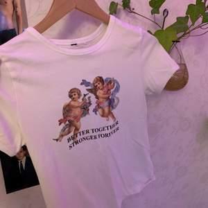 En jättesöt t-shirt med ett urgulligt citat! Tröjan köptes på H&M för ca 2 år sedan och är i bra skick då jag knappt använt den🥰