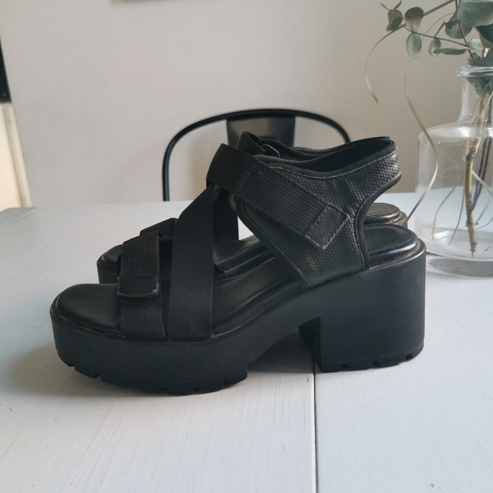 Jättefina sandaler/klackskor från vagabond, strl 37, frakt ingår i priset 🖤. Skor.