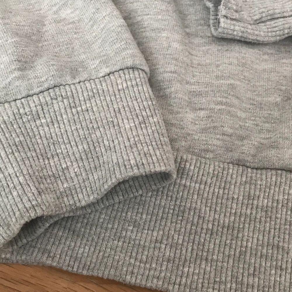 Tröja från Gina Tricot i strl M🌺 Materialet är ej töjbart och sitter lagom tajt mot kroppen  50kr+frakt. Tröjor & Koftor.
