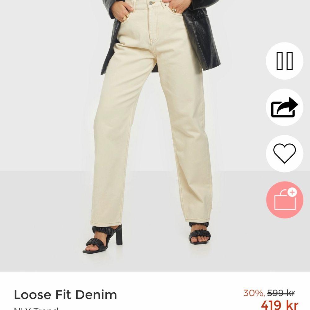 Jeans i offwhite, aldrig använda pga. alldeles för små för mig tyvärr.. Endast gjort ett försök till att testa dom!😅. Jeans & Byxor.