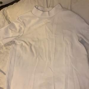 en vit zara tröja!