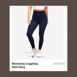 Marinblåa squatproof träningstights från Better Bodies💙 storlek S. Använda två gånger. Köpta för 499kr säljes för 240kr +frakt🚚