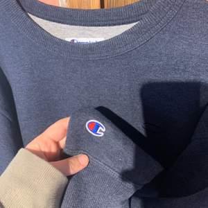 Super skön champion tröja men är tvungen att rensa eftersom jag har för många. Den är använt men i mycket gott skick.