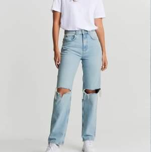 90's high Waist jeans 💙   Dom populära jeansen från Gina tricot premium! Storlek 36🦋✨ köpta för 599kr! Knappt använda då som är i fel storlek för mig.  Ni står för frakten men kan absolut kombineras med priset på plagget. #trend #jeans #90's #zara #gina #ginatricot