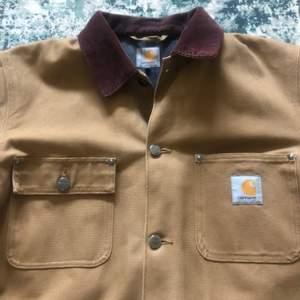 Denna jacka är knappt använd och så gått som ny, den är storlek L och är hel och ren!