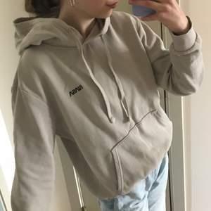 Supermysig hoodie från H&M!🤍 Superfin beig/grå färg!  Storlek S. 80kr.