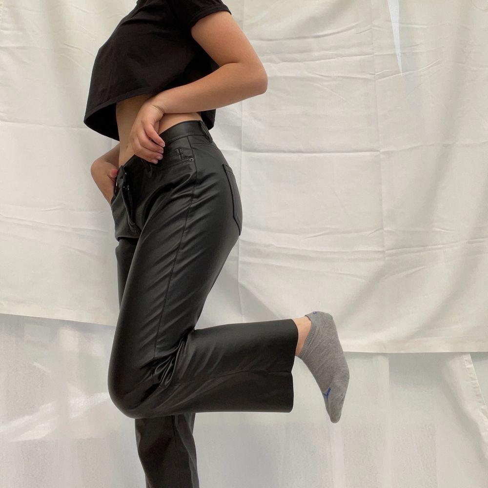 Från vero Moda🌅 Syper coola, den kan bli lågmidjade och normala i midjan⚡️🌸. Jeans & Byxor.