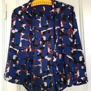 Skjorta från monki med roligt mönster. Knappt använd.