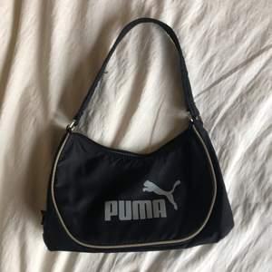 Svart puma shoulderbag. Säljer för 60 kr + frakt: 48 kr! Kontakta mig för mer info eller bilder!💓💕