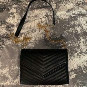 En fin stilren enkel väska, köparen står för frakt 💞