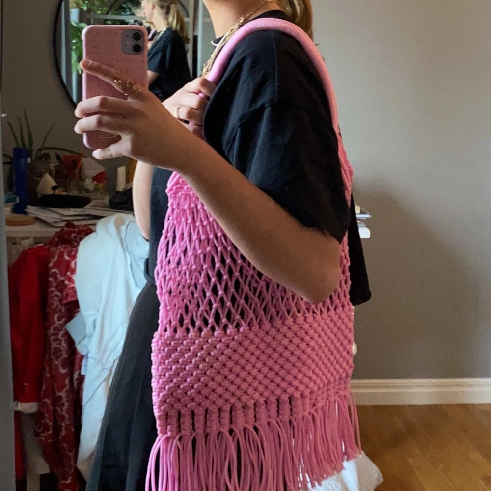 Aldrig använd super snygg rosa väska från Glamorous !. Accessoarer.