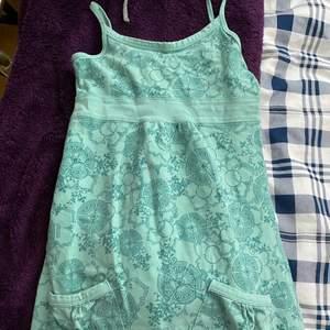 Gammal barnklänning som passar som ett långt linne på mig❤️